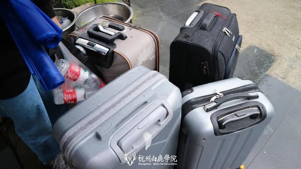 杭州艺考画室白鹿写生季 | 画画的Baby们安全抵达写生地啦,16