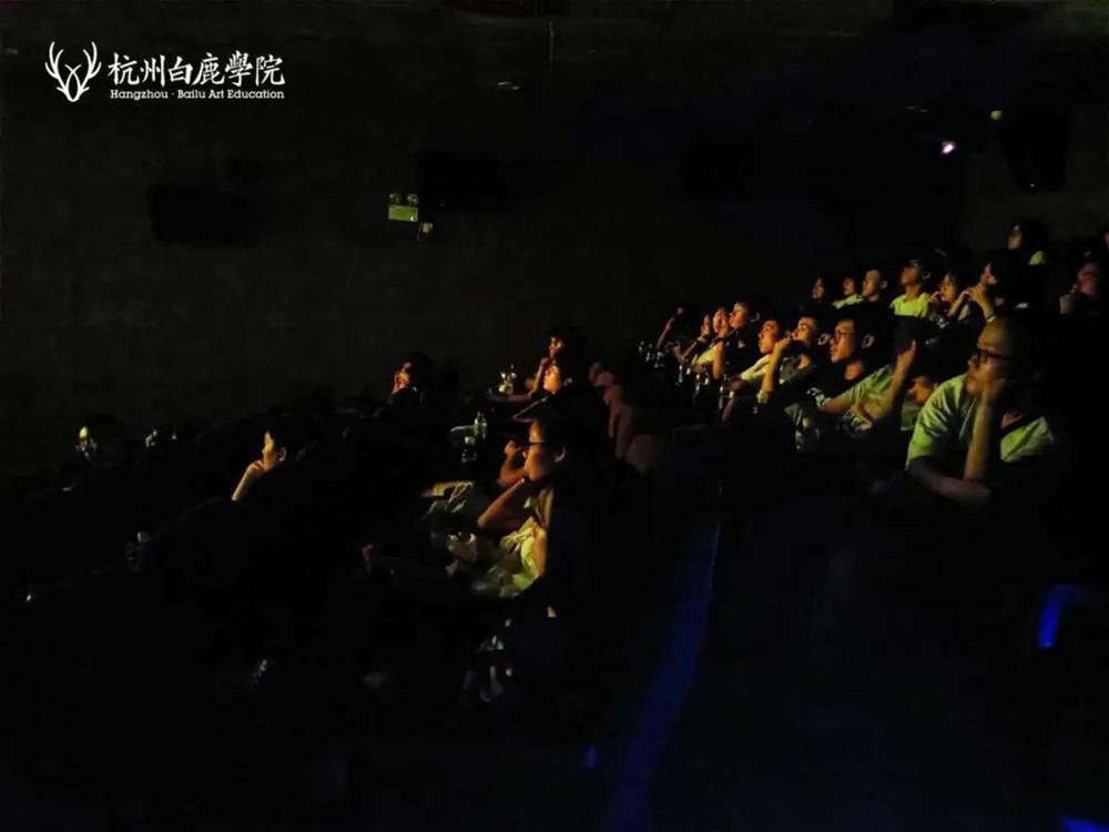 吾辈当自强!杭州艺考画室白鹿学子观影《八佰》致敬爱国勇士,27
