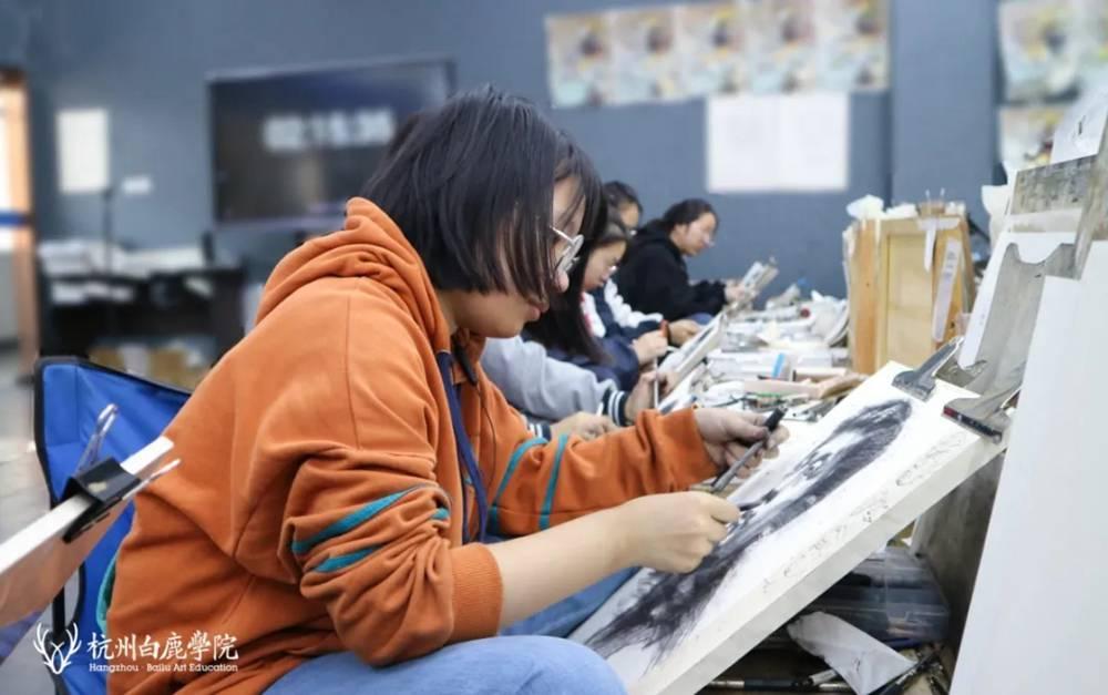 白鹿有约|王曼真:在艺术氛围下长大,朝着未来勇往直前!