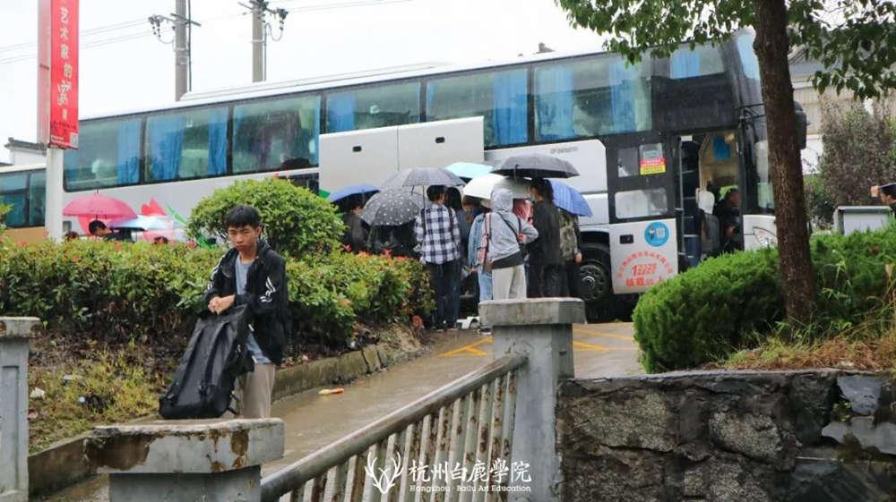 杭州艺考画室白鹿写生季 | 画画的Baby们安全抵达写生地啦,12