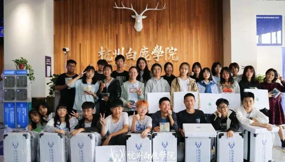 杭州美术培训班白鹿写生季 | 王者小组已诞生?确实有两把刷子,26