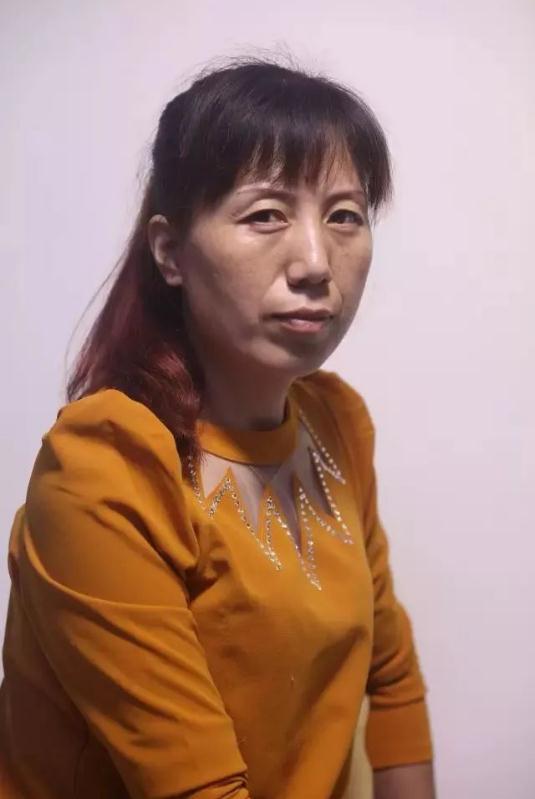 杭州艺考画室素描教学|教你画正面微侧的长发女中年肖像,02